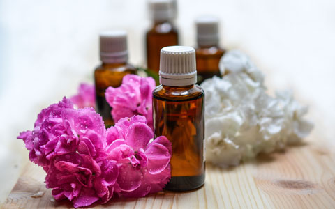 Making your own aromatheraphy massage oil for pregnancy