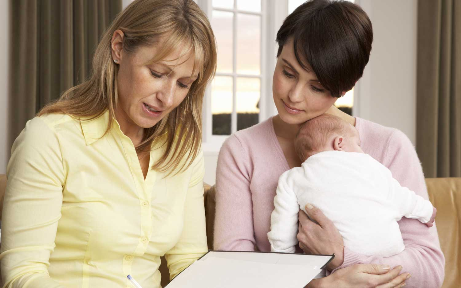 what is a midwife showing a midwife doing a home visit